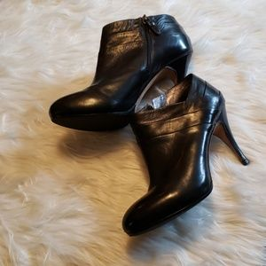 Shoes - NWOT Via Spiga leather booties